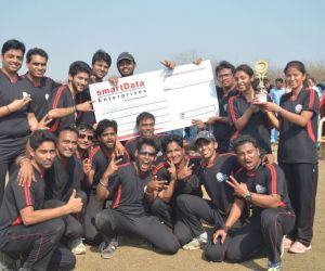 Tufani Dhurundhar- The winning team (was awarded a cheque of Rs. 31000/- along with the SPL winning trophy)